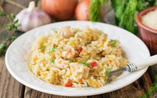Рис с овощами в духовке с курицей