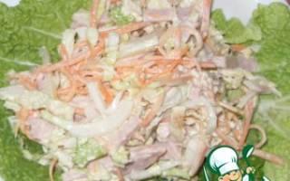 Салат с курицей и пекинской капустой и перцем