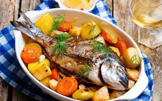 Рыба в духовке с картошкой с сыром