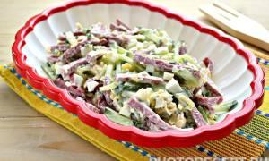 Рецепт салата с сыром и колбасой